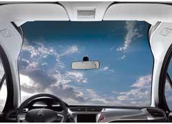 Панорамное лобовое стекло Zenith расширило поле видимости передних пассажиров по вертикали до 80°.
