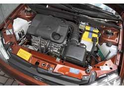 Хотя 1,6-литровый двигатель проигрывает оппоненту и в мощности (81 л. с.), и в моменте (120 Нм), пик крутящего момента доступен уже с 2700 об/мин (против 4500 у 1,4 л).