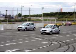 Спортивные Lada 1119 полностью подготовлены на столичном автодроме «Чайка». И поучаствовать в соревнованиях на них может каждый желающий при наличии гоночной лицензии и некоторой суммы денег.