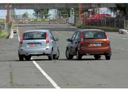 Отличий в экстерьере и в интерьере автомобилей с разными моторами нет.