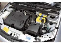 Несмотря на меньший объем, 1,4-литровый мотор на 8 «лошадок» мощнее (89 л. с.). Да и крутящий момент этого двигателя (127 Нм) на 7 Нм больше.