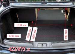 Перевезти большой груз в этом купе при необходимости можно – спинки заднего дивана складываются, достаточно потянуть за ручку в багажнике.