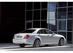Mercedes-Benz с гибридным приводом S400 BlueHYBRYD