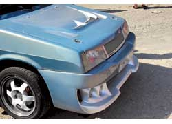 Термином badboy (с англ. – «плохой парень») обозначают доработки передней части капота, благодаря которым «выражение лица» автомобиля становится более «злым».