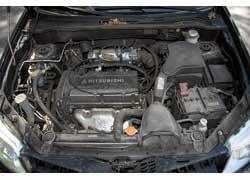 2,0-литровый мотор (на фото) менее привередливый, чем 2,4-литровый. Блок управления электровентиляторами охлаждения может выйти из строя. При этом вентиляторы либо постоянно крутятся, либо вообще не работают, провоцируя перегрев двигателей.