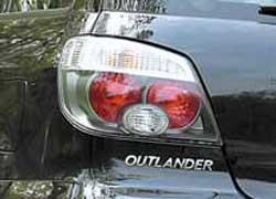 Самые доступные версии можно определить по отсутствию расширительных накладок на арках крыльев и по простым задним фонарям (не в стиле Lexus) с розовым рассеивателем. Кроме того, такой особенностью характеризуются все версии до 2004 г. в.