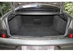 В «походном» состоянии багажник «десятки» на 130 л больше (всего 450 л)! Длинномеры перевозят, просунув их в салон через отверстие за подлокотником.