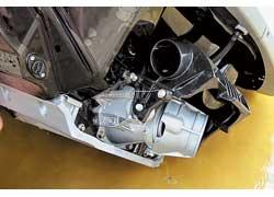 Повороты гидроцикл совершает за счет поворотной муфты, сквозь которую проходит струя водомета.