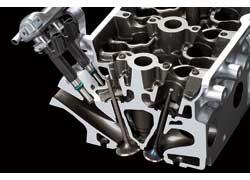 Компания Nissan Motor Co., Ltd. объявила о внедрении с 2010 года новой схемы подачи топлива в цилиндры бензиновых моторов. Если ранее в двигателях с двумя впускными клапанами на цилиндр форсунка размещалась только в одном канале, то теперь инжекторы будут установлены в каждом канале.