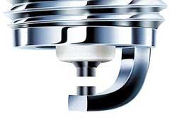 Тонкие боковой и центральный электроды обеспечивают более оптимальные условия искрообразования, доступа топливо-воздушной смеси к искровому разряднику и лучшее распространение фронта пламени.