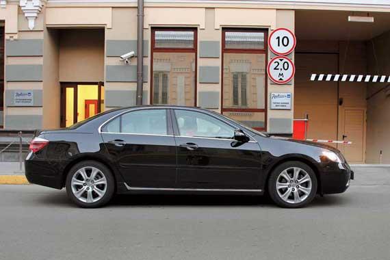 Новую машину отличают прибавка 30 мм в длину и более респектабельная внешность.