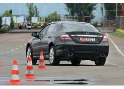 Для улучшения управляемости и внешнего вида в авто использованы новые 18-дюймовые диски из алюминиевого сплава (вместо предлагавшихся ранее 17-дюймовых).
