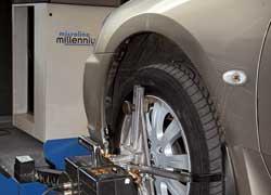 Лазерный стенд выявил незначительное отклонение угла установки переднего колеса, незаметное при рулении.
