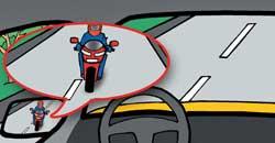 Мотоциклисты в попутном направлении