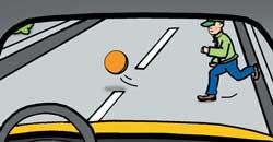 Мяч на дороге