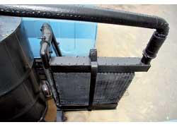 Для увеличения количества массы поступающей в цилиндры горючей смеси и уменьшения потерь мощности газ после прохождения фильтра попадает в радиатор-охладитель (интеркулер).