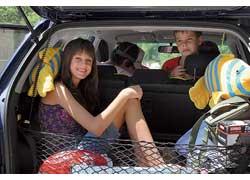 В «походном» состоянии багажник небольшой – всего 325 л, зато со сложенными задними сиденьями автомобиль превращается в огромный грузовой фургон объемом в 1375 л. А если откинуть вперед спинку переднего пассажирского кресла, внутри можно перевозить длинномеры до 3,5 м!