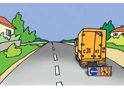 Стоящий автомобиль дорожной службы или других коммунальных служб