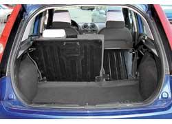 Походный объем багажника один из наибольших в классе – 270 л против 245 у Peugeot 206  и 270 у VW Polo, а максимальный – небольшой: 950 л против 1130 у «206-го» и 1030 у Polo.