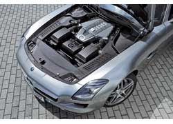Двигатель М159 отличается новой впускной системой, модифицированным приводом клапанов и распредвалов, «сухим» картером.