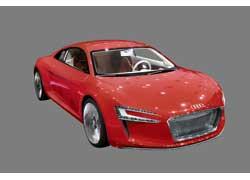 Audi e-tron имеет 4 электромотора. Каждый из них приводит в движение  свое колесо. Благодаря гигантскому  крутящему моменту в 4500 Нм машина разгоняется до «сотни» за 4,8 с, алитий-ионные аккумуляторы гарантируют запас хода до 248 км.