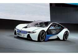 BMW Vision EfficientDynamics, кроме двух электромоторов, оснащен еще и трех-цилиндровым турбодизелем, что обеспечивает запас хода до 700 км.