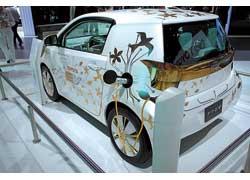 Toyota FT-EV на платформе модели iQ разгоняется до 110км/ч, а запас хода составляет 80 км.