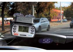 При помощи прибора V-Box Mini можно измерить точность показания спидометра с погрешностью в 0,1 км/ч