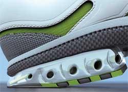 Воздушные амортизаторы, созданные по аналогии с технологией работы подошвы беговых кроссовок, уменьшают ударные нагрузки протектора, оптимизируют зацепление шипа за дорогу и снижают его колебания после выхода из зацепления.