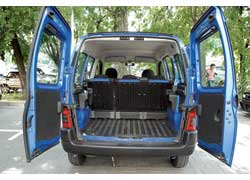 Partner более практичный «пирожок» – максимальный объем его багажника больше на 200 л, а грузоподъемность – на 70 кг.