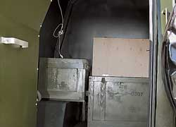 В багажнике – сразу две двери. Здесь перевозят вооружение, в данный момент не установленное  в люке на крыше.