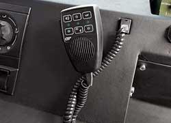 Стекла толщиной более 5 см не пропускают звук и не открываются. Для общения с окружающими предусмотрен интерком.