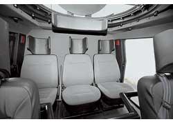 В отличие от многих машин-аналогов, кресла на «противоминной» раме и с развитыми подголовниками положены всему экипажу.