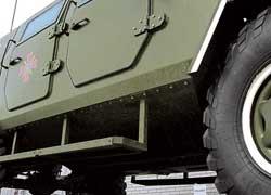 V-образное днище направит часть энергии разорвавшейся мины в стороны от пассажирского бронемодуля.
