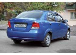 В ходе рестайлинга 2005 года задняя часть изменениям не подверглась. Толкать машину следует осторожно – металл кузова тонкий и его легко погнуть.