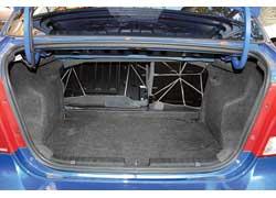 Для хозяйственных автомобилистов рекомендуем седан – объем почти  в 2 раза больше – 375 л! В обоих версиях его можно еще увеличить, сложив задние сиденья.
