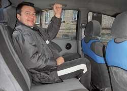На задних сиденьях запас места для коленей в Aveo меньше, чем в Lanos, а трое пассажиров средней комплекции будут чувствовать себя зажатыми.