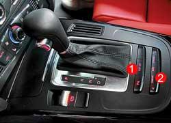 В купе управлением ESP (1) и Audi drive select (2) пользуешься на ощупь, так как он находится за рычагом КП. В этом случае все управление развлекательно-информационным интерфейсом MMI расположено на центральной консоли. Кстати, рычаги идентичны, но коробки разные.