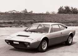 Модель 208/308 GT4 – первая серийная Ferrari c кузовом от Bertone (дизайнер Марчелло Гандини).