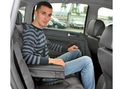 Троим пассажирам просторнее на заднем сиденье Passat – у Mondeo места немного меньше.