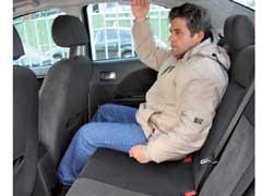 В Mondeo запас места для ног задних пассажиров больше, чем у Passat, особенно это ощутят высокие люди.