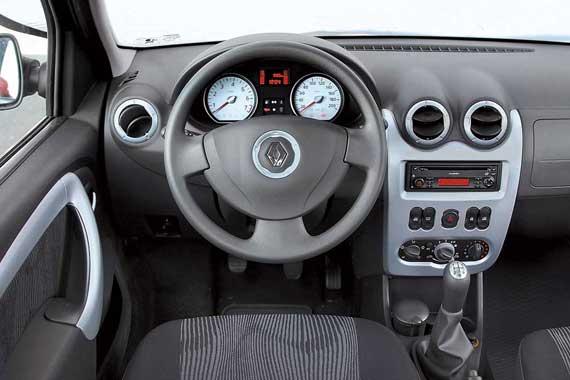Такая передняя панель появилась еще на Dacia Logan после рестайлинга в 2004 году. Все сидит плотно инескрипит. Разве что между дверной картой и торпедо промежуток великоват.