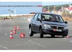 При переставке на скоростях выше 60 км/ч (по спидометру) лишенный стабилизаторов поперечной устойчивости Logan устраивает дикую пляску на трех колесах.