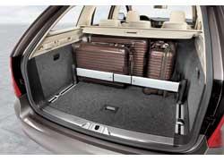 Комплектация багажного отделения может включать органайзер, позволяющий плотно упаковать вещи.
