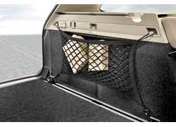Крючки на боковой панели багажника сделаны для крепления сетки, а откидывающийся крюк – для небольших и легких пакетов (например, с одеждой).