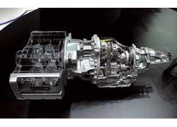 Впервые гибридный автомобиль оснащен оппозитным мотором. Между ним и вариатором Lineartronic расположен 10-киловаттный электромотор-генератор.