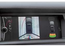 На «эмках» как опция появилась удобная система Top View– аналог системы на Infiniti. При проезде сложных мест она позволяет взглянуть на машину  как бы сверху.