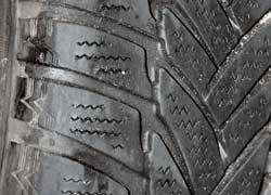Изношенный протектор шин (см. на индикатор износа) и отсутствие зимних шин – статья расходов, требующая от 150 у. е.