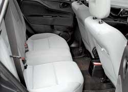 Задние кресла  сдвигаются вперед/назад  на 3 положения. Подушка бывает цельной и раздельной, а спинки – раздельные.