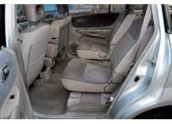 Спинки каждого из кресел  регулируются  по углу наклона, а переднего пассажирского и всех задних можно опустить вперед.